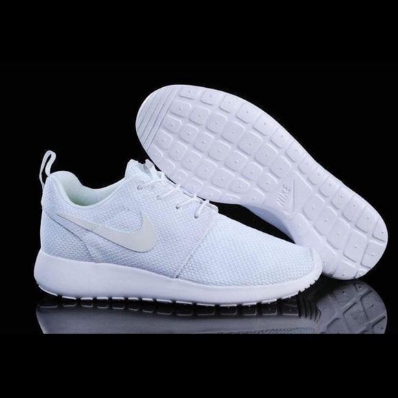 le scarpe nike scarpe bianche comprare poshmark